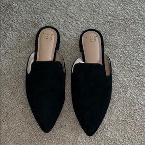 Size 7 1/2 black suede flats!